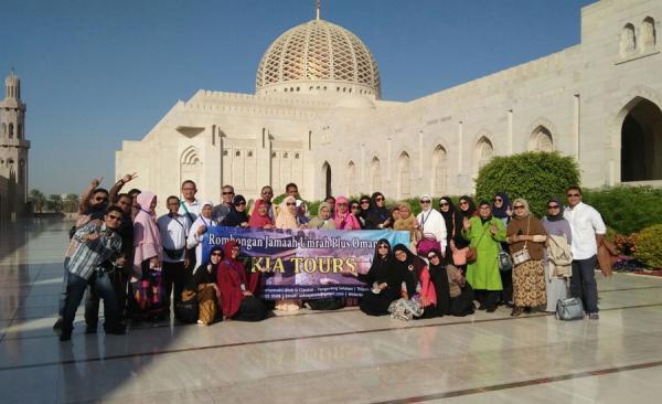 Depan Masjid Sutan Qobus, Oman
